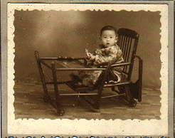 photo jaunie d'un petit chinois